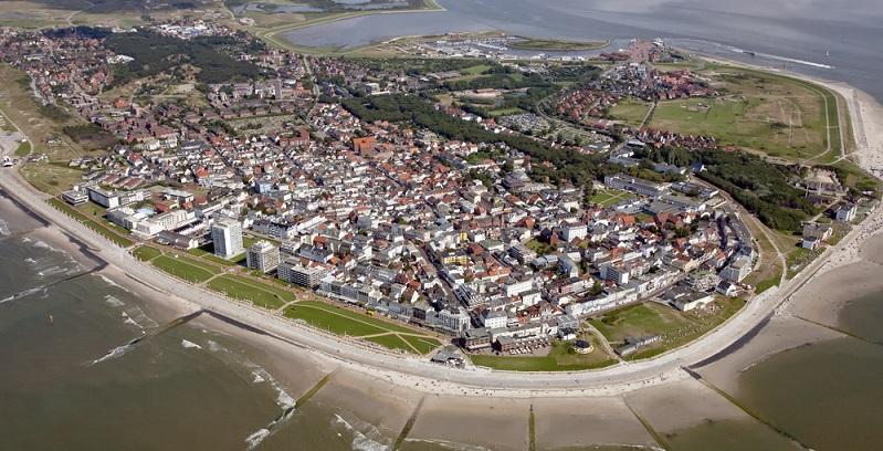 Die zweitgrößte Insel ist Norderney. Auf ihren 26 Quadratkilometern leben knapp 6.000 Einwohner. Hier hatte bereits 1797 das erste deutsche Nordseebad eröffnet.
