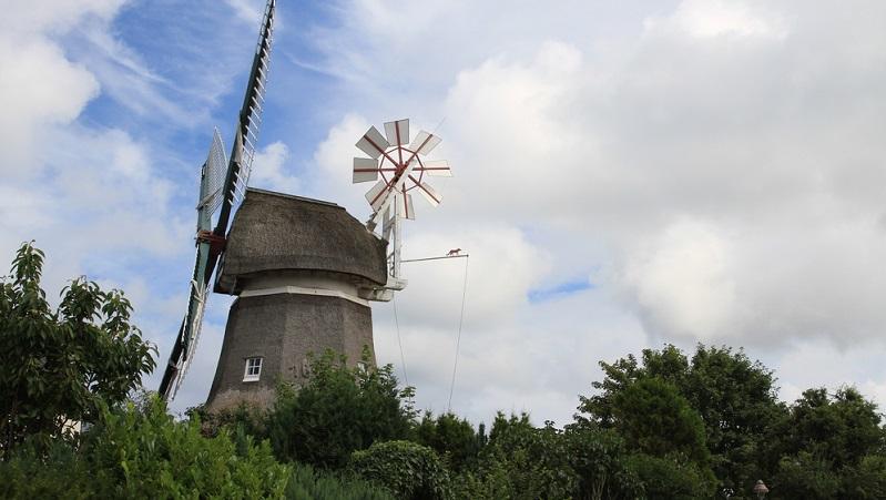 Der Norderneyer Leuchtturm ist der einzige Leuchtturm Deutschlands, dessen Licht nach links dreht.