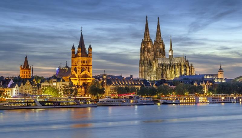 Lebendiger Städtetourismus königliche Burgen und Bauwerke