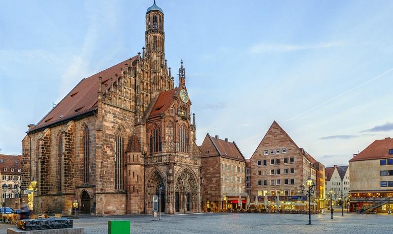 In Nürnberg besichtigen Besucher eine romantische Altstadt und zwei Schlösser.