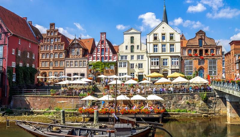 Diese Sehenswürdigkeiten einer der schönen Städte in Deutschland sprechen für eine Städtereise nach Lüneburg: alte Fachwerkhäuser halten die Geschichte am Leben
