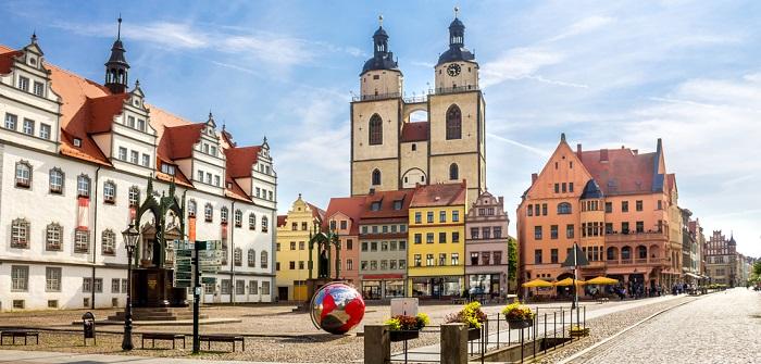 Wunderbare Reiseziele sind zahlreich vorhanden. Ob nun das Elbsandsteingebirge, die Lutherstadt Wittenberg, Sylt, Berlin oder Sankt Peter-Ording - allerlei bekannte Orte in allen Regionen von Deutschland locken Besucher an.