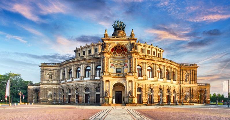 Dresden ist, nach fast kompletter Zerstörung im Februar 1945, wieder als Schmuckstück in Sachsen neu entstanden