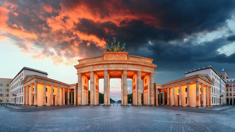 Die USA sind nicht nur ein sehr beliebtes Urlaubsziel. Darüber hinaus reisen jedes Jahr Tausende Menschen aus Deutschland geschäftlich in dieses Land.