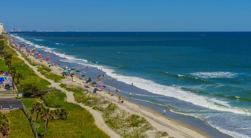 Der südliche Teil der Ostküste hat sogar ganzjährig Badesaison, wobei Reisende die Wahl haben zwischen sehr gut erschlossenen und touristisch überlaufenen Stränden und solchen, die sehr abgeschieden und ruhig sind.