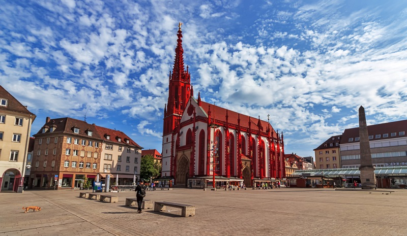 Vor allem die vielen historischen Bauwerke von Würzburg sind alle für sich einen Besuch wert.