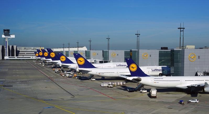 Es gibt in Deutschland mehr als 60 Airlines, von denen die meisten sich jedoch auf Ambulanz-, Regierungs- und Transportflüge beschränken.
