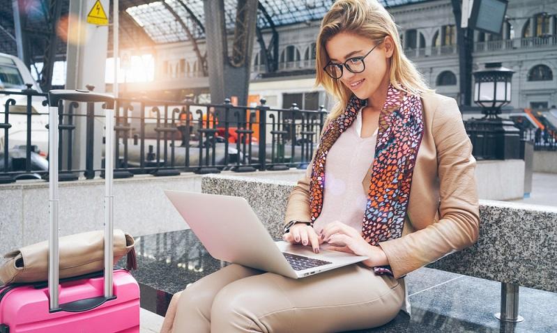 Heutzutage gehen nur noch wenige Menschen direkt ins Reisebüro, um Fluggesellschaften vergleichen zu lassen und dort ihren Flug zu buchen. Das Internet macht es möglich, das alles selbst zu erledigen.