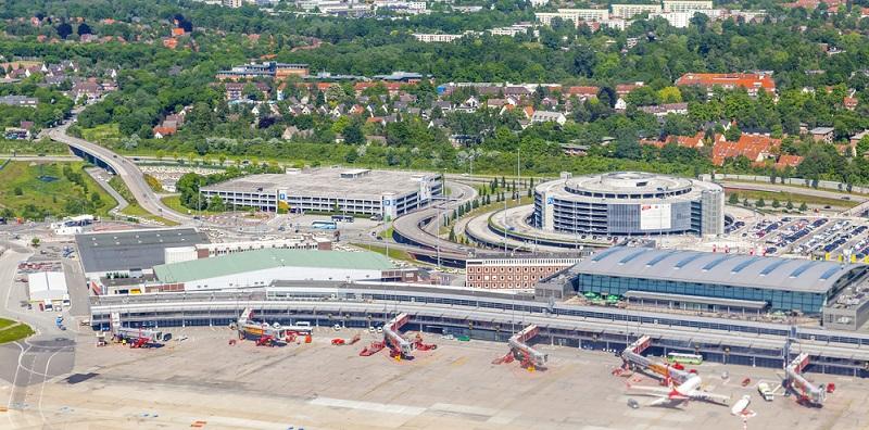 Der Flughafen Hamburg wird seit 2016 auch als Hamburg Airport Helmut Schmidt bezeichnet und erreicht ein Passagieraufkommen von knapp 18 Millionen Fluggästen pro Jahr.