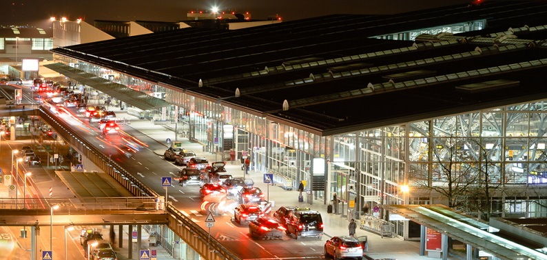 Der Stuttgarter Flughafen verfügt über eine Start- und Landebahn sowie vier Terminals.
