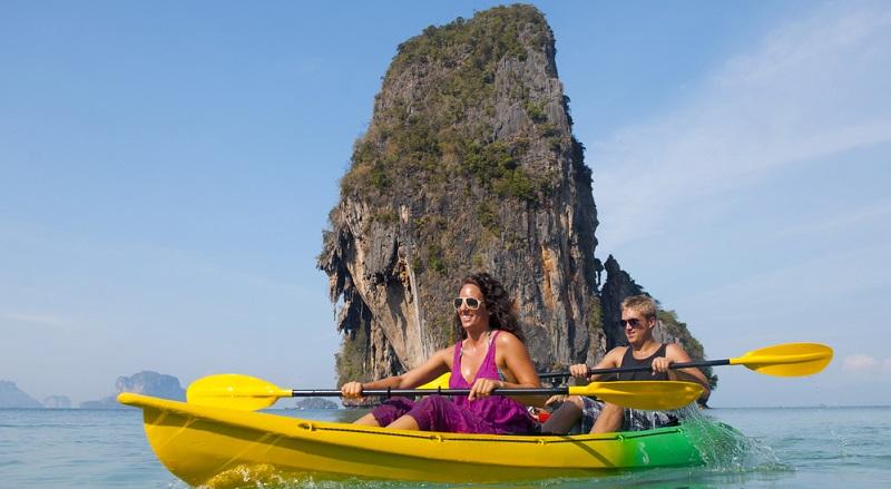 Ein Seekajak bietet sich an, wenn Sie mit diesem Boot die Küstengewässer erkunden möchten.
