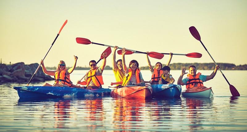 Boote gibt es aus verschiedenen Materialien, wobei Polyethylen und Holz am bekanntesten sind. Faltboote, die mit einer Gummihaut versehen sind, werden ebenfalls gern zum Kanufahren verwendet.