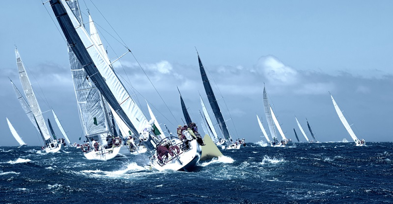 Eine Regatta wird meist unter speziell festgelegten Bedingungen ausgerichtet, die von Veranstaltung zu Veranstaltung differieren. Das Segeln ist ohne Segelschein möglich.