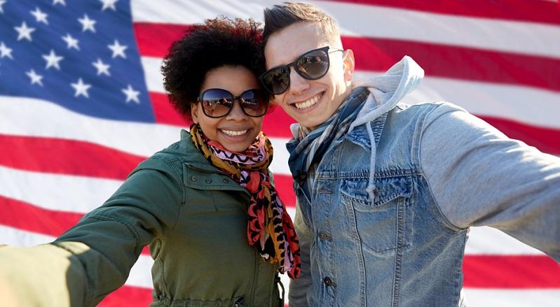 Manche Menschen haben die Vorstellung, mit dem relativ einfachen ESTA-Verfahren (der elektronischen Einreiseformalität der US-Konsulate) und dem normalen Touristenvisum als reisender Entdecker in den USA Fuß fassen zu können.