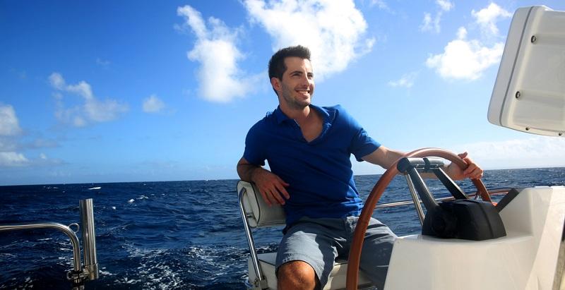 Die sinnvolle Grenze für die Manövrierfähigkeit liegt für ein Motorboot bei etwa einer Tonne je fünf PS.