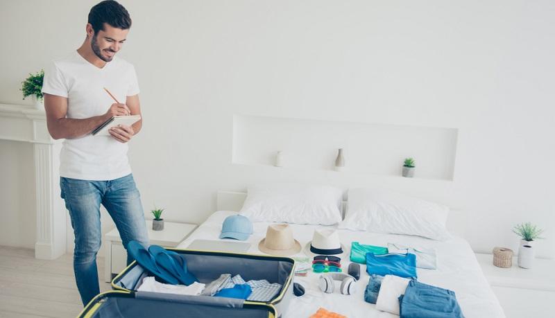 Eine Checkliste hilft, den Koffer so zu packen, dass man auch alle wichtigen Dinge dabeihat.