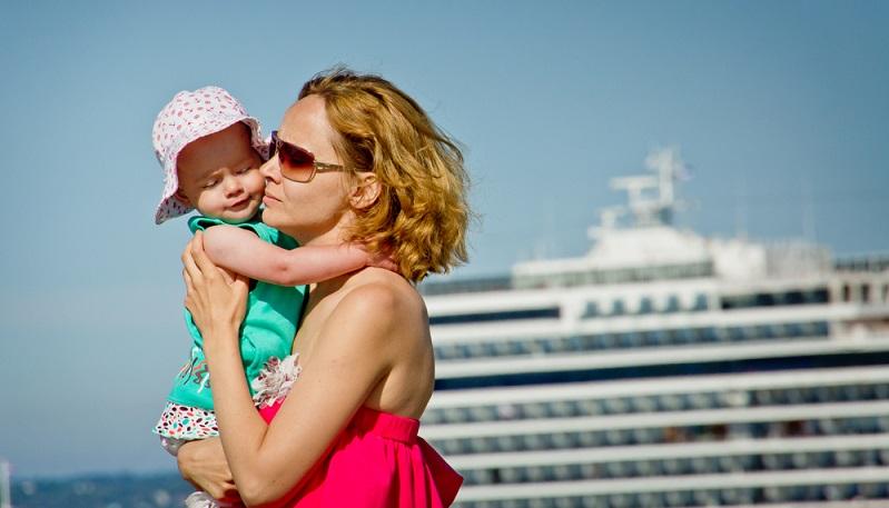 Kinder ab sechs Monaten dürfen nur dann mitfahren, wenn täglich mindestens ein Hafen angelaufen wird. Der Grund für diese Regelungen liegt in der medizinischen Versorgung an Bord, welche grundsätzlich nicht auf Kleinkinder ausgelegt ist.