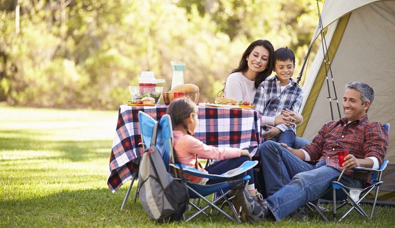 Camping hat etwas von Abenteuer und ist schon für kleine Kinder spannend.
