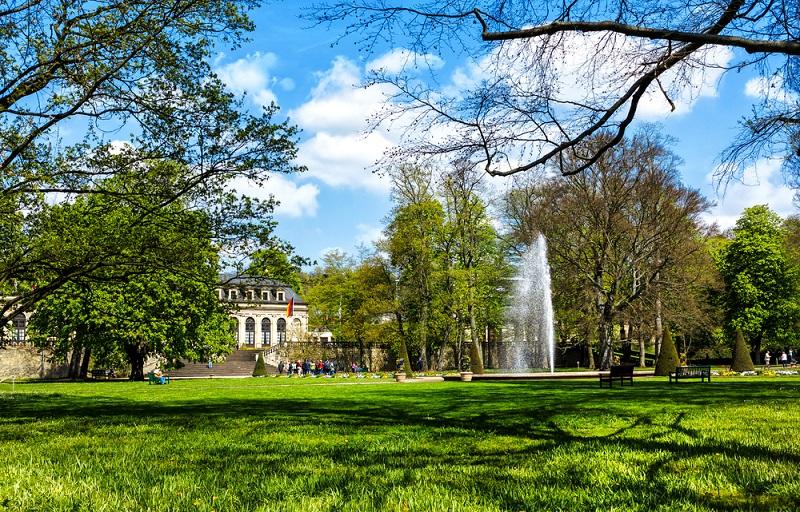 Der Schlossgarten gehört zu den schönsten Sehenswürdigkeiten in Fulda. (#01)