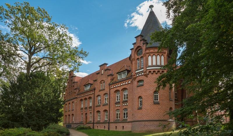 Burgen und Schlösser gibt es auch bei Hamburg das Schloss Bergedorf