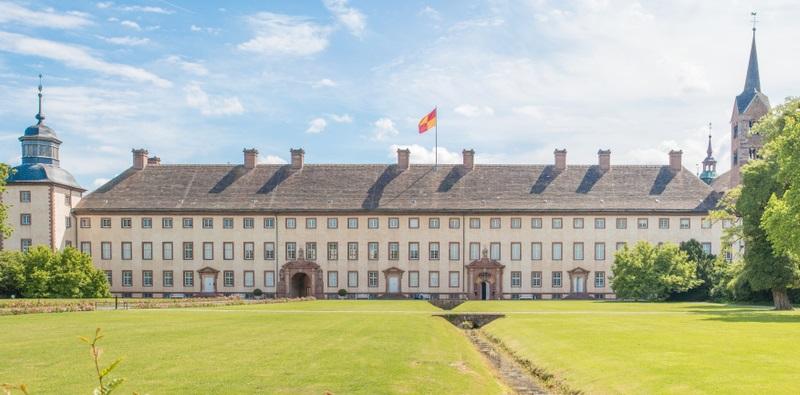 Nordrhein-Westfalen hat das anmutige Schloss Corvey als Ausflugsziel zu bieten