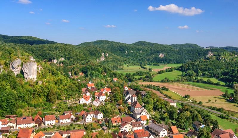 Der Streitberg Trail alpin gehört zu den mittelschweren Trailrunning Strecken in Bayern. ( Foto: Shutterstock-  Alexander Rochau_)