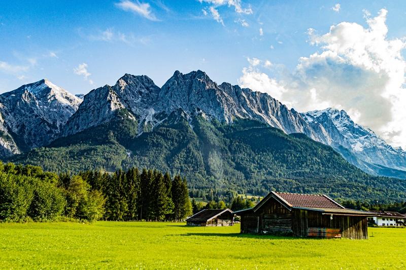 Abschließend wird hier eine der schweren Trailrunning Touren durch Bayern vorgestellt: der Zugspitz Ultratrail. (Foto: Shutterstock-_Kevin Knapp )