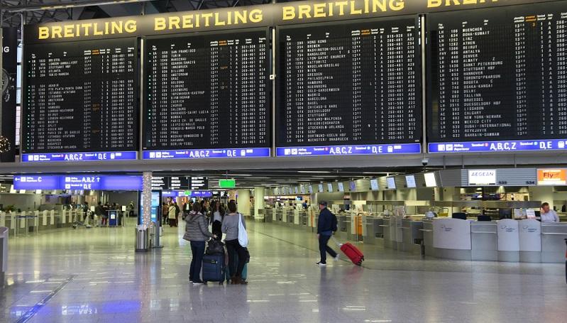 Wer jemanden am Frankfurter Flughafen abholen möchte, sollte diese Aktion möglichst gut planen. Der Flughafen Frankfurt am Main ist der größte Verkehrsflughafen in Deutschland und der viertgrößte Airport in Europa. ( Foto: Shutterstock-Tupungato)