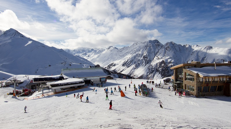 In Ischgl setzt der Schneefall sehr früh ein. Deswegen beginnt die Saison bereits im Monat November.  ( Foto: Shutterstock-BIGANDT.COM )