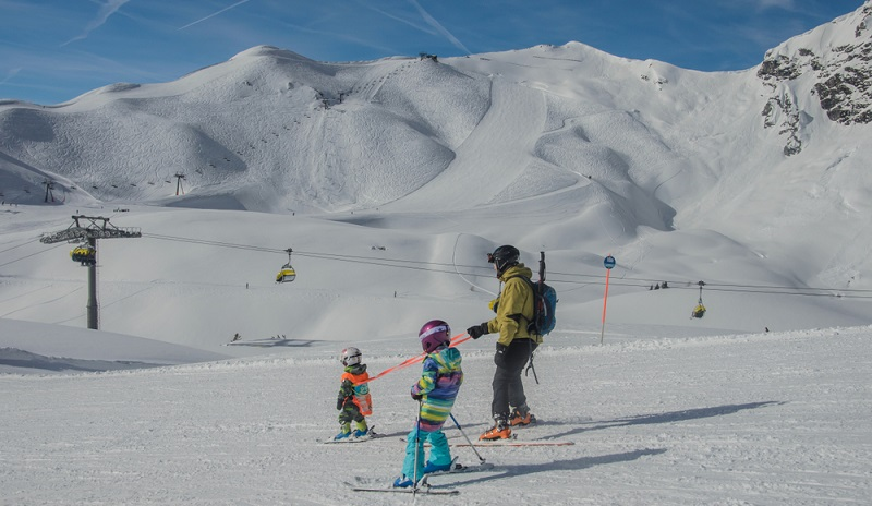 Kennen Sie das Schneehöhen-Ranking? Wir kennen auf jeden Fall den Sieger. Der lautet ganz klar und mit Abstand: das Skigebiet Obertauern. ( Foto: Shutterstock- _Olga Koberidze  )