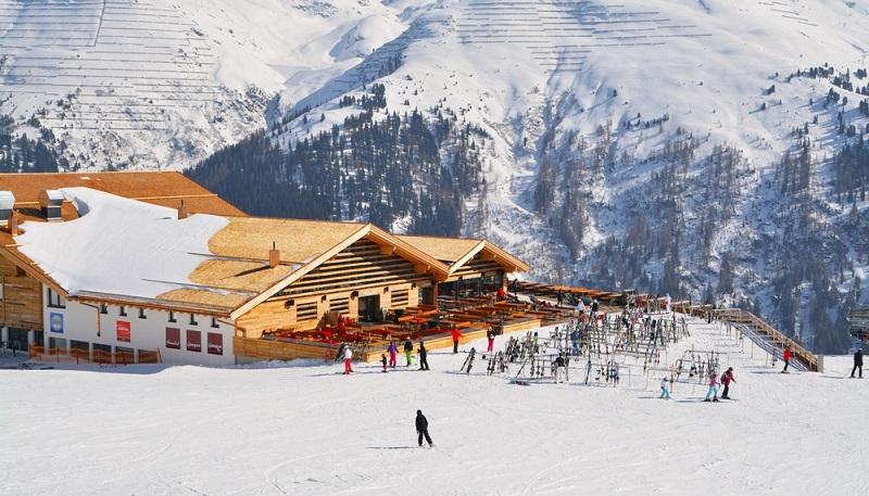Der gesamte Arlberg ist ja für seine hohe Schneesicherheit weithin bekannt.  ( Foto: Shutterstock- Styve Reineck_)