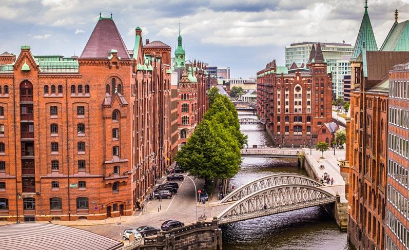 Die Speicherstadt ist mittlerweile mehr als 100 Jahre alt und für Eltern mit Kindern einen Besuch wert.  ( Foto: Shutterstock- powell'sPoint)