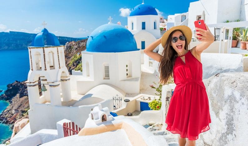 Das Bild zeigt die wahre Urlaubsfreude! (Foto: Shutterstock-Maridav )