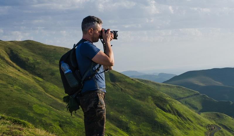 Ganz wichtig: Beim Fotografieren kann es nicht so schnell wie möglich gehen! (Foto: Shutterstock-_Wirestock Creators )