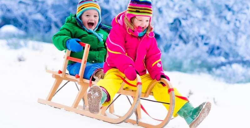 Da sich die meisten Kinder nur outdoor richtig wohlfühlen, benötigen sie passende Wander- bzw. Winterschuhe. ( Foto: Shutterstock-FamVeld)